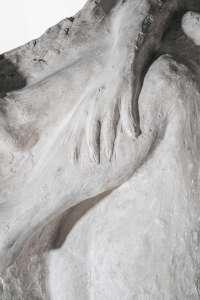 Umberto Milani, Donna rannicchiata, 1940/1950, 85x65x35h, gesso