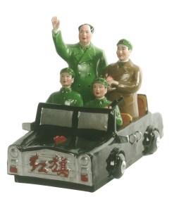 Mao Zedong e Lin Biao sfilano tra le Guardie Rosse, anni 60, ceramica, cm 29x21x38