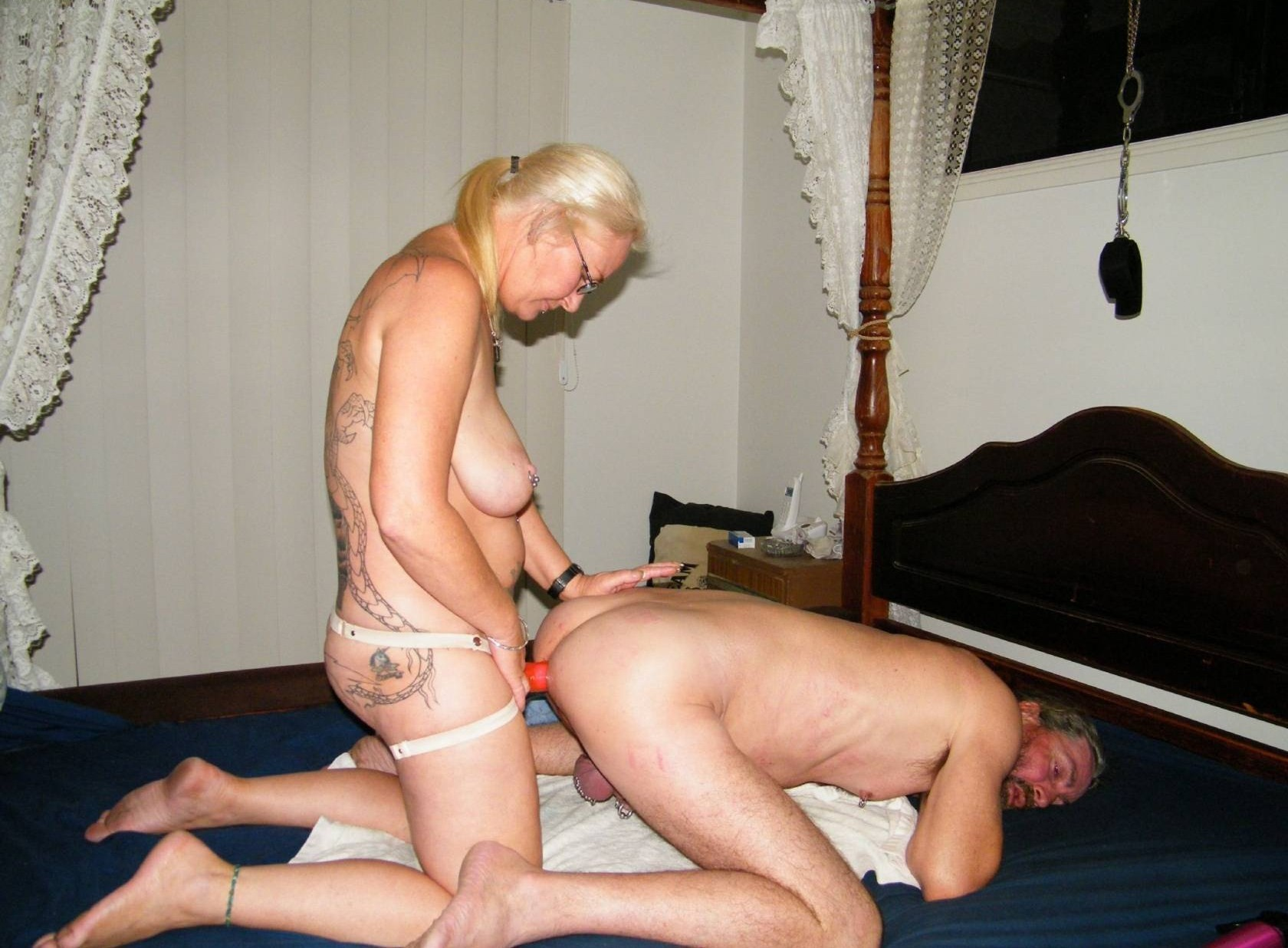Husband licking wife s clit