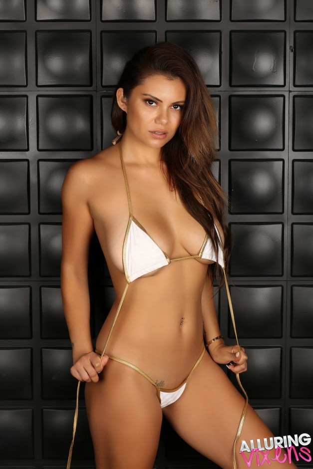Stunning Alluring Vixen babe Danielle R shows off her perfect body in a skimpy string bikini