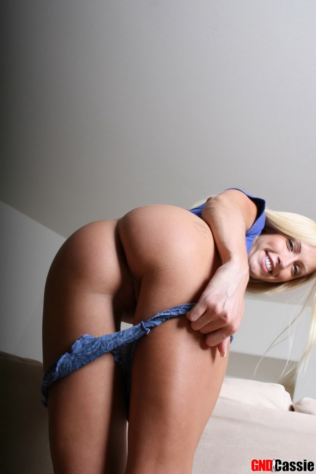 Leggy blonde girl next door Cassie shows off her perfect round ass as she pulls down her blue lace panties