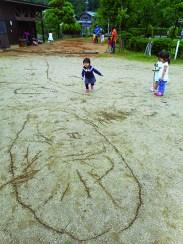 とばっ子3歳地面に描く+美術館2019ちらし裏
