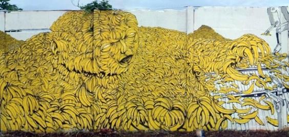 Hombre Banano by Blu