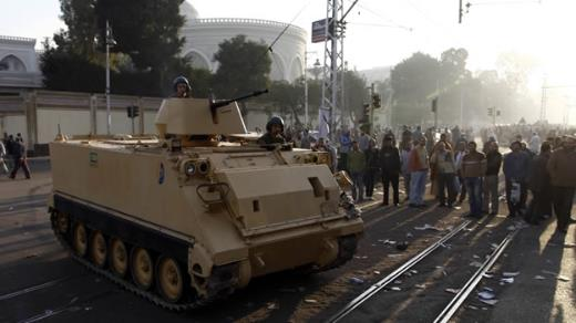 Tanques en el centro de El Cairo