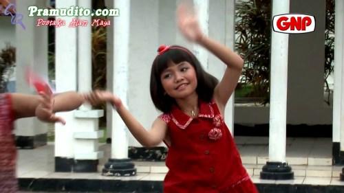 https://i2.wp.com/gallery.pramudito.com/Foto/Artis/Adelia_Artamevia/Adelia_Artamevia-Aku_Anak_Indonesia.jpg?resize=500%2C281