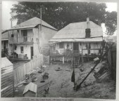 Rear of No.7 West Street, off Oxford Street, Sydney, c.Jul 1900. Digital ID 12487_a021_a021000016