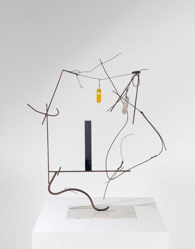 Auke de Vries, ohne Titel, 2015, Metall, teilweise bemalt, 86 x 75 x 27 cm, auf der Plinthe signiert