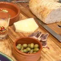 An easy Spanish-style lunch with friends