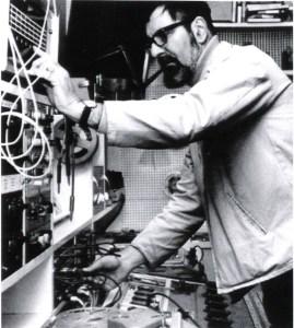 Tristram Cary w studiu, lata 70-te.