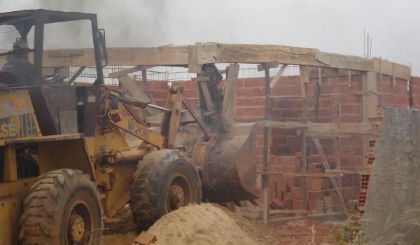 Operações derrubam quatro construções ilegais no Gama e em Águas Claras
