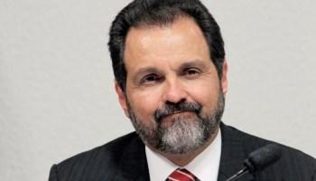 """Polícia do DF deflagra a operação """"Alto Escalão"""" e encontra arma sem registro na casa do ex-governador Agnelo Queiroz (PT)"""