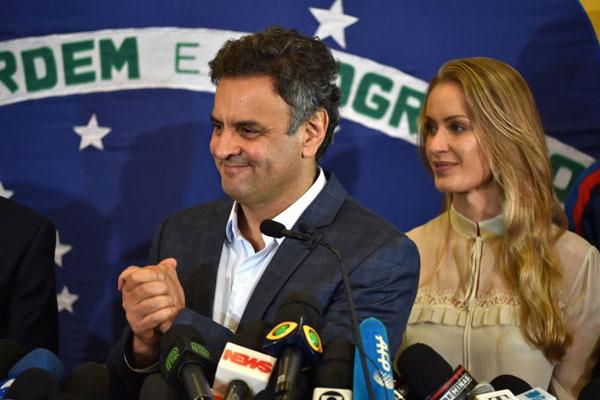 Com 51 milhões de votos, Aécio Neves sai das urnas líder da oposição