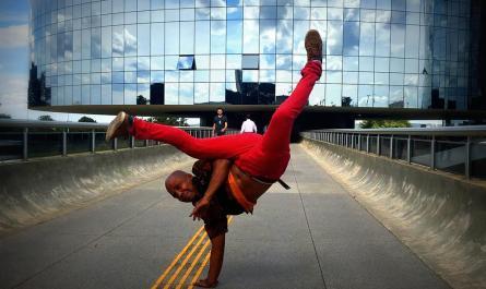 Mestre Biliu, mostra a arte da capoeira