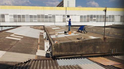 Hospital do Gama troca o telhado para não sofrer com as chuvas