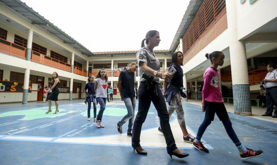 Volta às aulas será por escolas cívico-militares