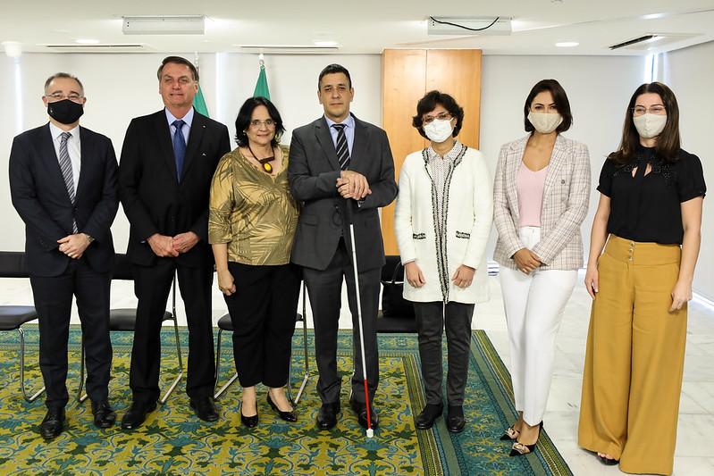 Nada sobre nós sem nós: Bolsonaro empossa deficiente visual como secretário Nacional de Justiça