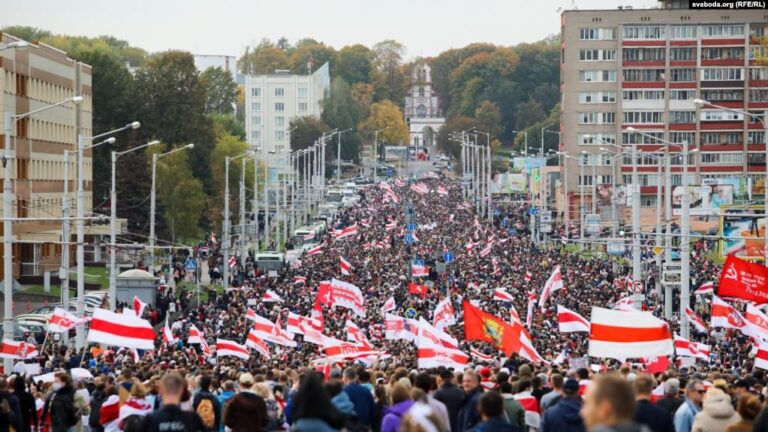 Os protestos na Bielorrússia são alimentados por um movimento da sociedade civil sem precedentes