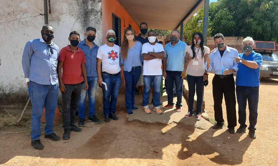 Paula Belmonte se reúne com moradores do Núcleo Rural Café Sem Troco