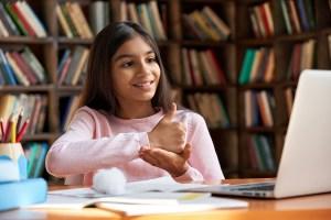 Projeto de lei garante educação bilíngue para pessoas surdas