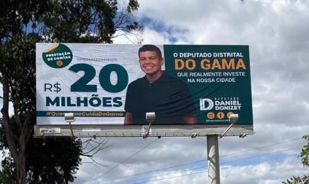 Deputado faz propaganda em outdoor e distribui panfletos no Gama