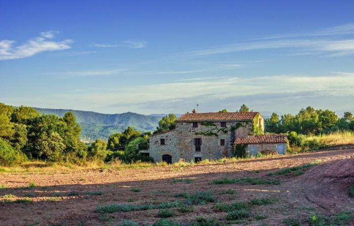 Посещение красивейших виноделен, старинных каталонских усадеб и средневековых замков.
