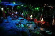 Cafe am Fluss