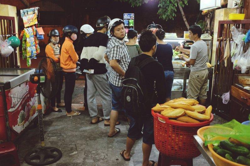 Einheimische stehen Schlange für das beste Sandwich der Welt