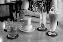 Kaffee und Tee mit Milch