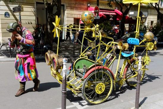 Verrückter Kerl in Streetart in Le Marais