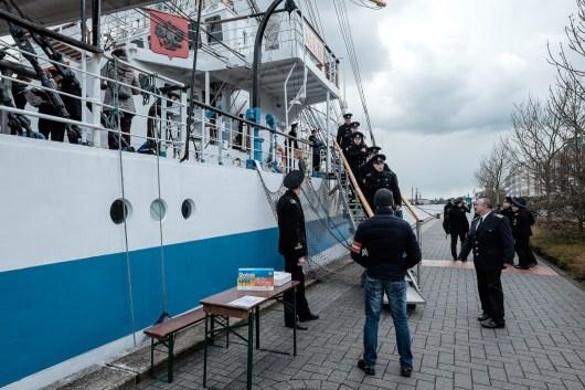 Kadetten gehen von Bord