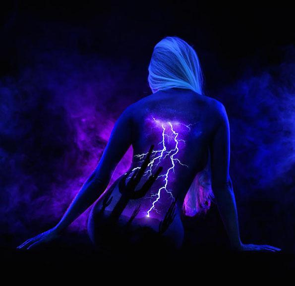 body-paint-art-black-light-10