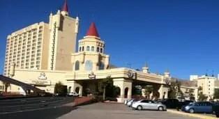 How many casinoes casino revenue canada