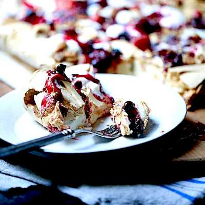 Gorgeous Baked Meringue with Cream and Berries