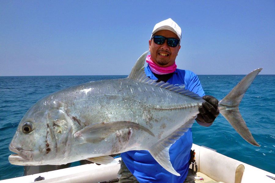 giant-trevally_popping_andaman_carpenter-710h-rod_shimano-14000-reel_hammerhead-e-cup-lure_jonathan