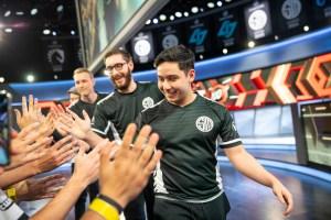 """""""League of Legends"""": De virada, TSM vence Cloud9 e vai para as finais da LCS"""