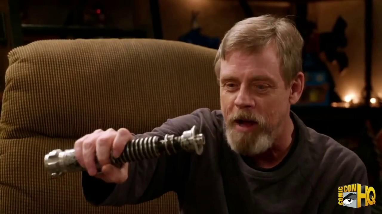 Марку Хэмиллу показали его оригинальный световой меч из 3 части Звёздных Войн