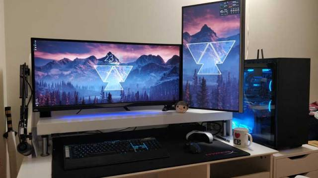 Configurazione gaming a due monitor