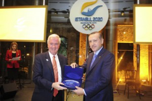 Prime Minister Erdogan (right) with IOC Commission Chief Sir Craig Reedie (Istanbul 2020 Photo)