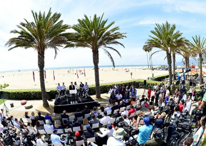 Los Angeles Mayor Eric Garcetti addresses the audience at the Annenberg Community Beach House in Santa Monica, California, on September 1, 2015.