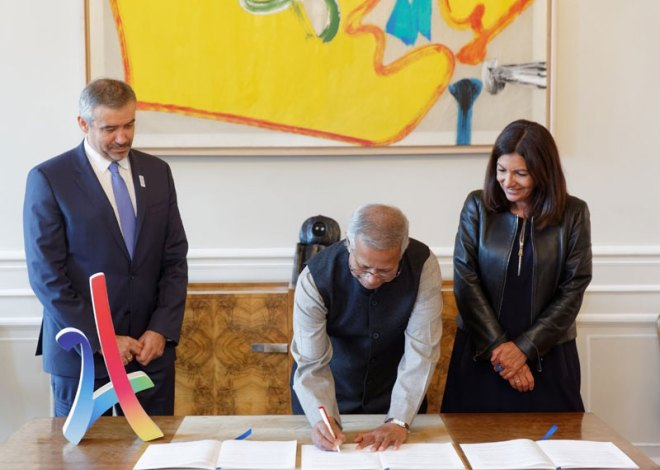 (L to R) Paris 2024 CEO, Etienne Thobois, Founder of the Yunus Centre and Nobel Peace Prize winner, Professor Muhammad Yunus and Mayor of Paris, Anne Hidalgo, at the signing of the partnership agreement between Paris 2024, the City of Paris and the Yunus Centre