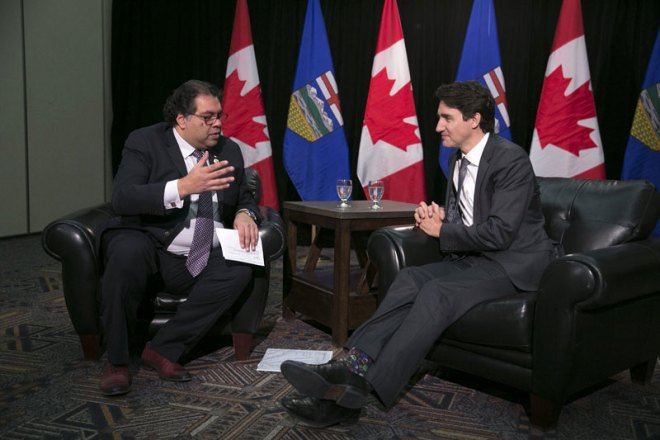 Canada's Prime Minister Justin Trudeau (right) meets with Calgary Mayor Naheed Nenshi on December 21, 2016 (Photo: Twitter @JustinTrudeau)