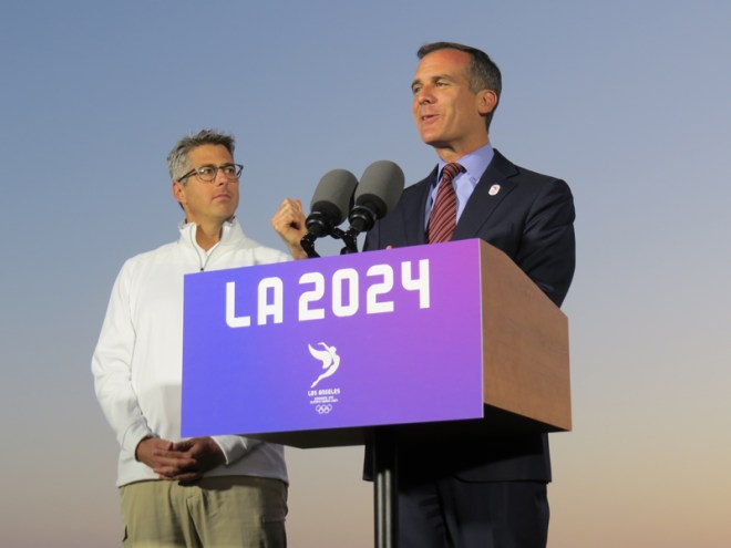 LA 2024 Bid Chief Casey Wasserman (left) looks on a LA Mayor Eric Garcetti speaks to press at Santa Monica Beach (GamesBids Photo)