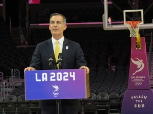 Los Angeles Mayor Eric Garcetti speaks to reporters at the Staples Center (GamesBids Photo)