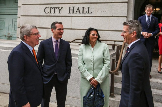 IOC President Thomas Bach (left) visits Los Angeles City Hall with (left to right) LA Mayor Eric Garcetti, IOC Vice President Anita DeFrantz, LA 2028 Chair Casey Wassermen (LA 2028 Photo)