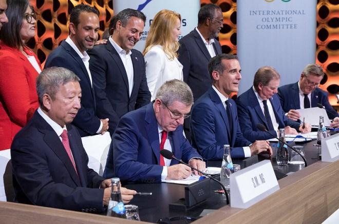 IOC President Thomas Bach signs Los Angeles 2028 host city contract with LA Mayor Eric Garcetti (IOC Photo)