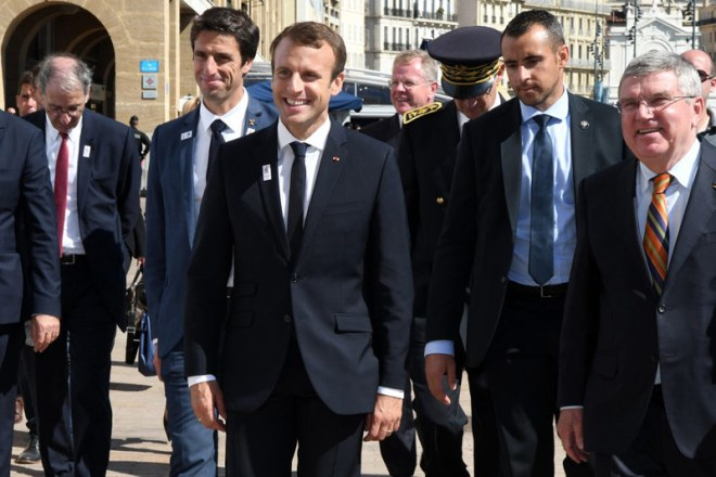 IOC President Thomas Bach (right) and French President Emmanuel Macron (centre) in Marseille during post-bid road trip (Paris 2024 Photo)