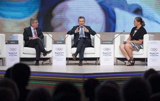 IOC President Thomas Bach (left) during the Olympism In Action forum with Argentina's President Mauricio Macri and Jennifer Dahlgren (IOC Photo)