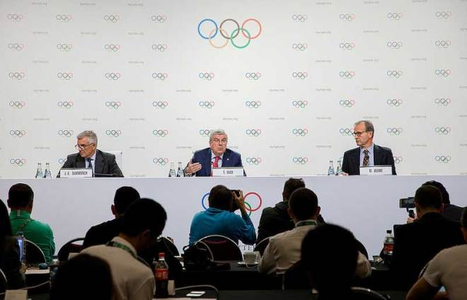 IOC Vice President Juan Antonio Samaranch (left) IOC President Thomas Bach (centre) and IOC Communications Director Mark Adams after Executive Board meeting in Buenos Aires October 4, 2018 (IOC Photo)