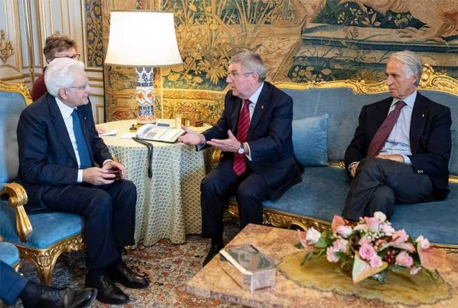 IOC President Thomas Bach (centre) with Italian President Sergio Mattarella (left) and CONI President Giovanni Malagò (CONI Photo)