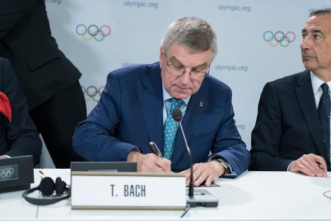 IOC President Thomas Bach signs host agreement with Milan-Cortina 2026 (IOC Photo)